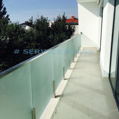 12-ограждение балкона на полустойках-лого